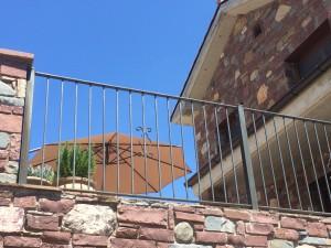 Huis mediterraan met parasol