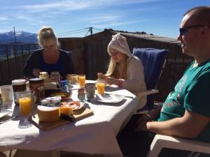 Fam Grune ontbijt buiten